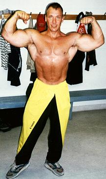 2003 Kemin Kuntokeitaalla oli pakko näyttää kunto, vaikka kuusi vuotta oltu 'harrastelijana'.