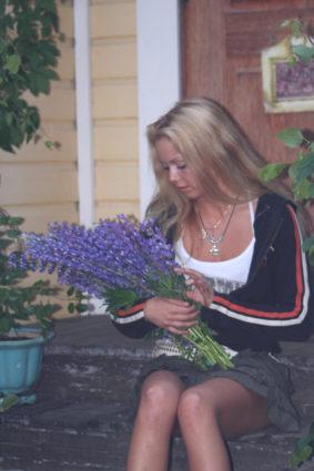 Poimin kukkasia maljakkoon