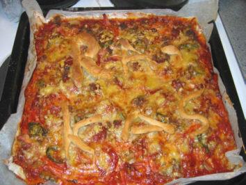 Sunnuntaina mieheni tekemää pitzzaa