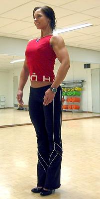 Mari Tirroniemi opasti bodyfitness leirillä